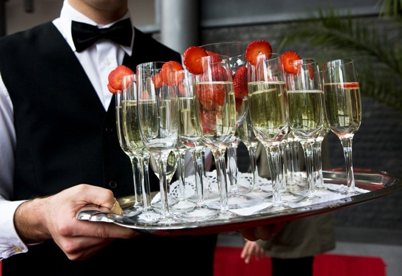 Шампанское на подносе